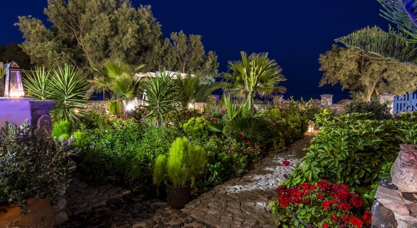 Studios Oceanis Bay,  Santorini!