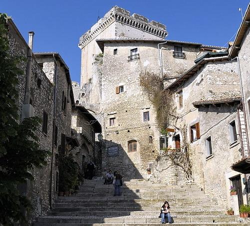 Castello di sermoneta il blog di teresa for Castello come piani di casa